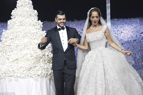 Photo of أشهر حفلات زفاف 2015 البحيرات والمزارع ومخابئ الجيش