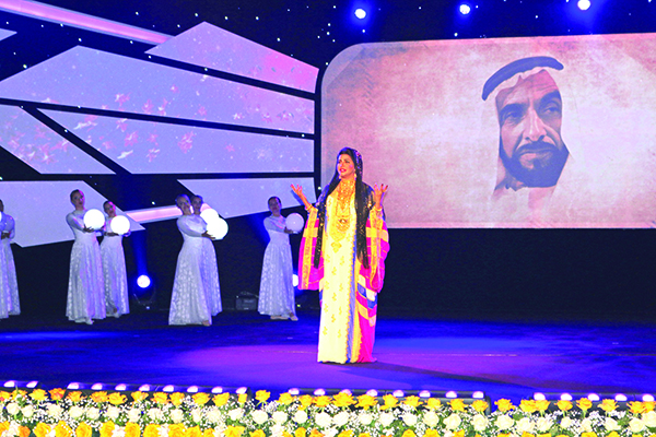 Photo of علي الخوار يجمع ديانا حداد وعريب في أوبريت «أم الإمارات»