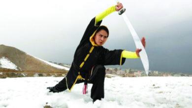 Photo of شابات يمارسن رياضة «الوشو» للدفاع عن النفس على قمة الجبال