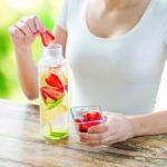 تخليص وتنظيف الجسم من سموم باستخدام الديتوكس. منهج حياة