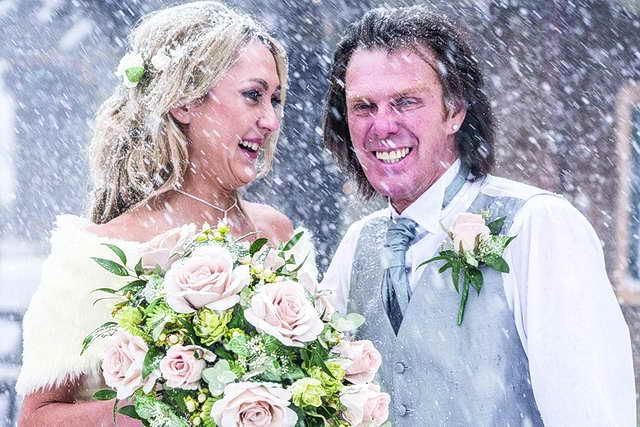 Photo of زفاف نادر يتحدى الثلوج!