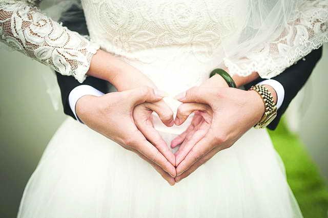 Photo of قصص زواج الفنانين.. من الشائعات إلى التهاني والتبريكات