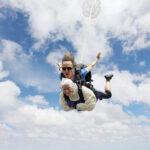 عمرها 102 عام وتقفز بالمظلـة مــن ارتفـاع4000 كم!