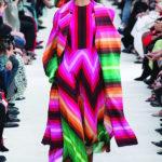 Valentino 2019 فضفـاضة.. طويلة.. وبالألوان الساطعة