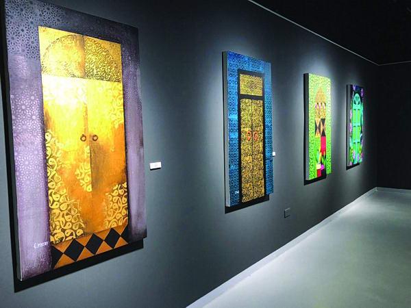 الفنانة التشكيلية «سارة حسن» تشارك في معرض «رام آرت»