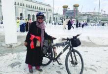 Photo of أول امرأة عربية تدخل مكة على دراجة هوائية لأداء العمرة