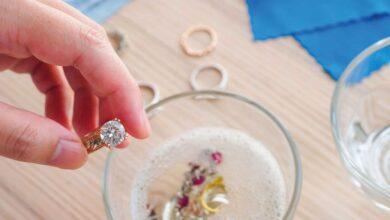 Photo of مجوهراتك.. إكسسواراتك.. فرشاة مكياجك.. من أسباب مشاكل بشرتك