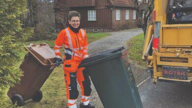 Photo of تحولت من البدل الرسمية السياسية السويدية إلى البدلة البرتقالية من زعيمة سياسية إلى سائقة شاحنة النفايات