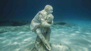Photo of تحت البحر الأبيض المتوسط تشع جمالاً وتألقاً أول حديقة منحوتات تحت الماء في العالم في قبرص